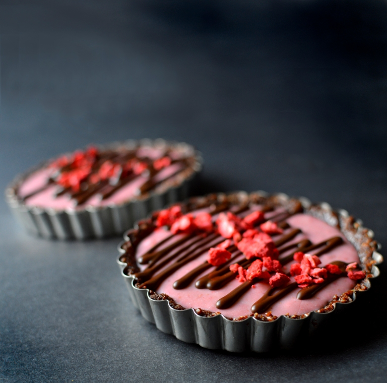 Vegan Strawberry Creme Tartlet (Paleo Cheesecake) - Rich Bitch Cooking Blog