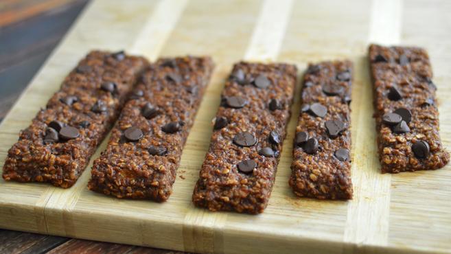 Vegan Chocolate Chip Oatmeal Breakfast Bars - Low Fat & Gluten Free - 5 Ingredients! Rich Bitch Cooking Blog