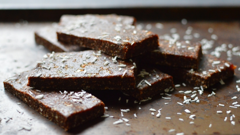 Vegan Bars (Energy, Power & Protein) - No Bake! - Quest Bar, Granola Bar, Lara Bar - Rich Bitch Cooking Blog