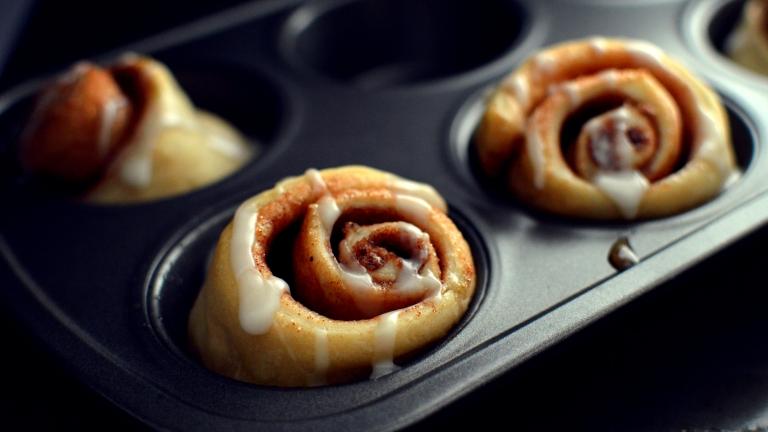 3 Vegan Breakfast Ideas - Cinnamon Rolls, Crescent Danish, Biscuits n Gravy - Rich Bitch Cooking Blog