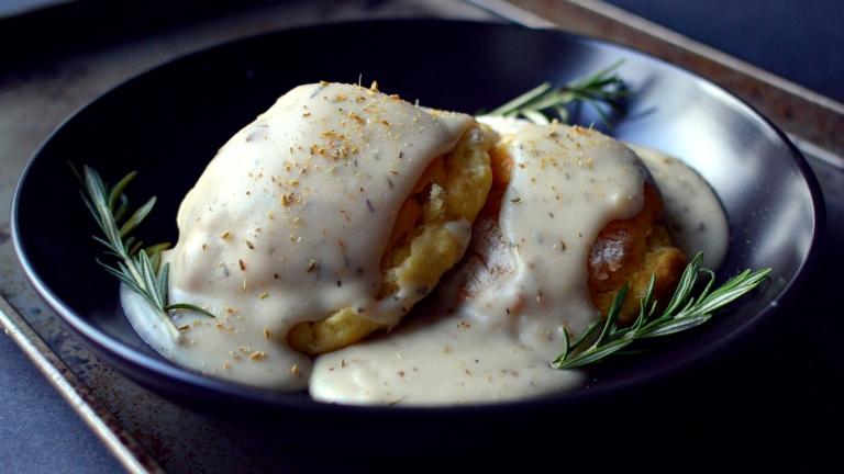3 Vegan Breakfast Ideas - Vegan Biscuits and Gravy - Rich Bitch Cooking Blog