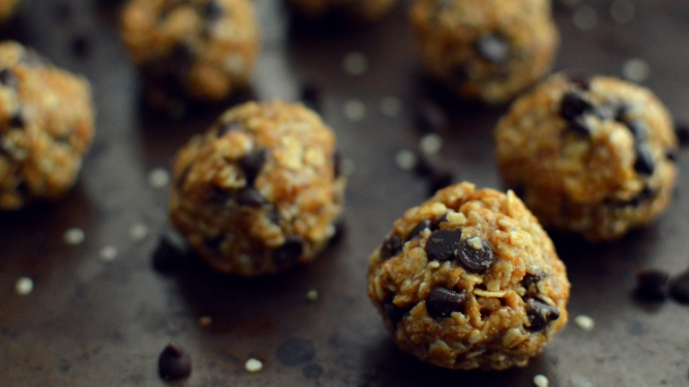 Vegan Oatmeal Energy Balls with Chocolate -7 Vegan Oatmeal Recipes - More Than Breakfast - Rich Bitch Cooking Blog 1.jpg